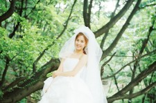 SNSD's Seohyun turns into a beautiful bride in 'Oh! My Goddess' Music Video of 'Trax'