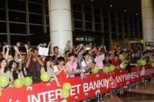 T-ARA Greeted by 2,500 Fans at Airport in Malaysia