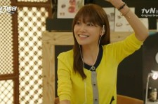 SNSD Suyoung listening and enjoying 'Twigkle' in the 'The 3rd Hospital' Drama