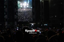 'Gangnam Style' Psy Enthuses 80,000 Fans at Concert in Seoul