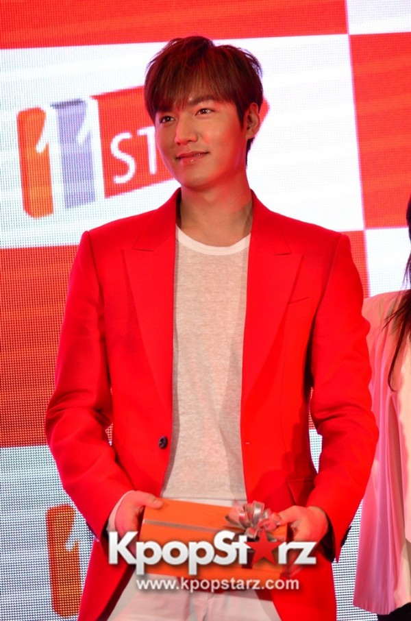 Lee Min Ho Attends 11street's Grand Launch in Malaysia - April 24, 2015 [PHOTOS]key=>3 count36