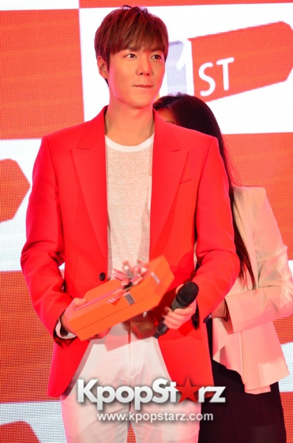 Lee Min Ho Attends 11street's Grand Launch in Malaysia - April 24, 2015 [PHOTOS]key=>6 count36