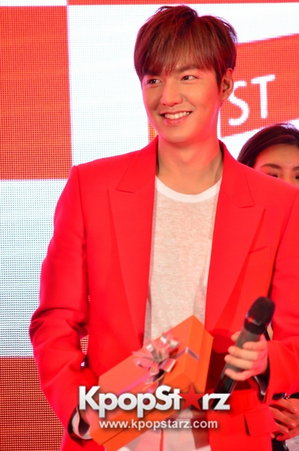 Lee Min Ho Attends 11street's Grand Launch in Malaysia - April 24, 2015 [PHOTOS]key=>4 count36