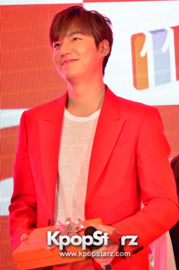 Lee Min Ho Attends 11street's Grand Launch in Malaysia - April 24, 2015 [PHOTOS]key=>5 count36