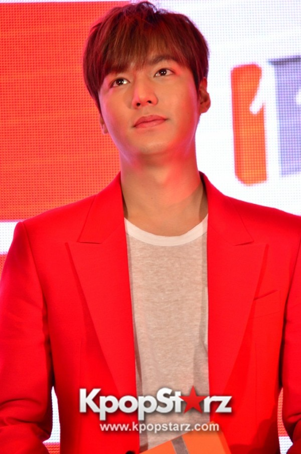 Lee Min Ho Attends 11street's Grand Launch in Malaysia - April 24, 2015 [PHOTOS]key=>9 count36
