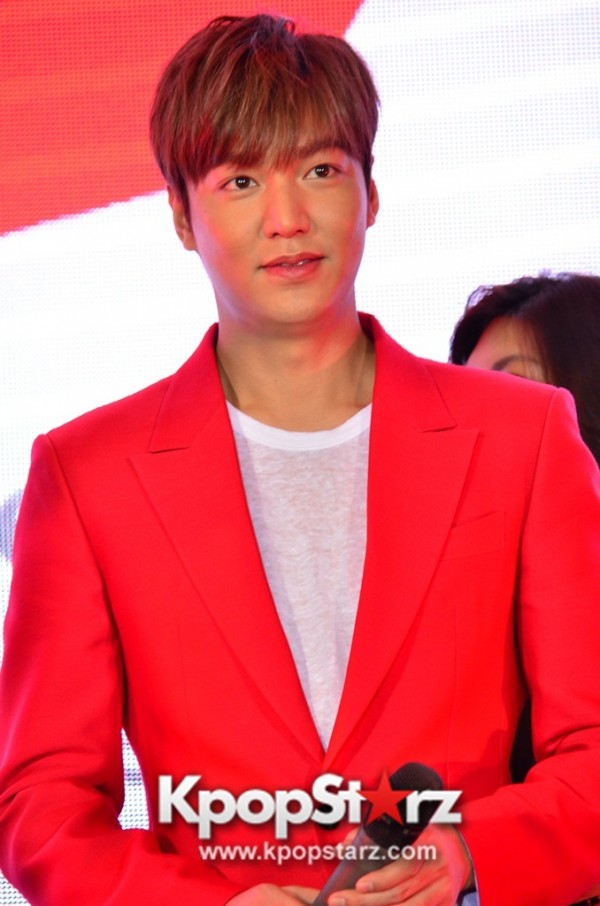 Lee Min Ho Attends 11street's Grand Launch in Malaysia - April 24, 2015 [PHOTOS]key=>30 count36