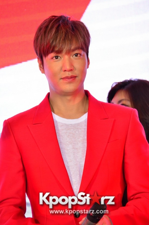 Lee Min Ho Attends 11street's Grand Launch in Malaysia - April 24, 2015 [PHOTOS]key=>31 count36