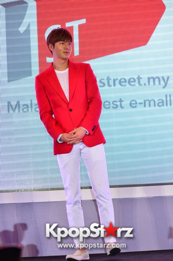 Lee Min Ho Attends 11street's Grand Launch in Malaysia - April 24, 2015 [PHOTOS]key=>35 count36