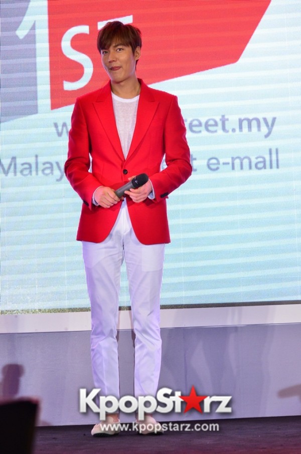 Lee Min Ho Attends 11street's Grand Launch in Malaysia - April 24, 2015 [PHOTOS]key=>34 count36