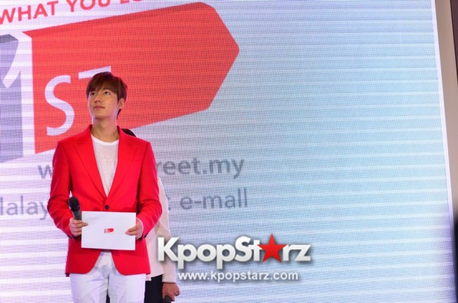 Lee Min Ho Attends 11street's Grand Launch in Malaysia - April 24, 2015 [PHOTOS]key=>32 count36