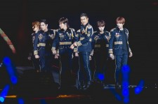 Multi talented Super Junior Charms Fans At Super Show 6 In Singapore [PHOTOS]