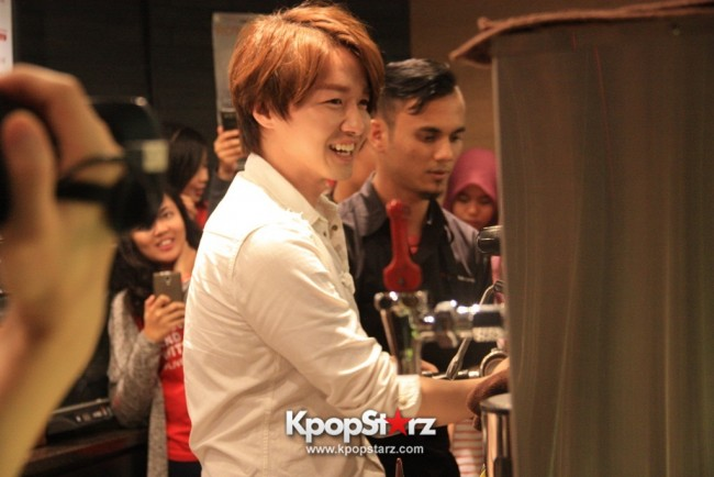 Fans Gathering: Royal Pirates as Baristas for Lucky Fans in Malaysia - May 2, 2015 [PHOTOS]key=>5 count37