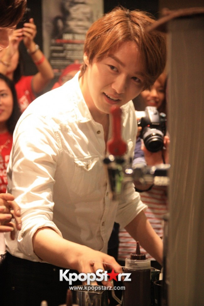 Fans Gathering: Royal Pirates as Baristas for Lucky Fans in Malaysia - May 2, 2015 [PHOTOS]key=>7 count37