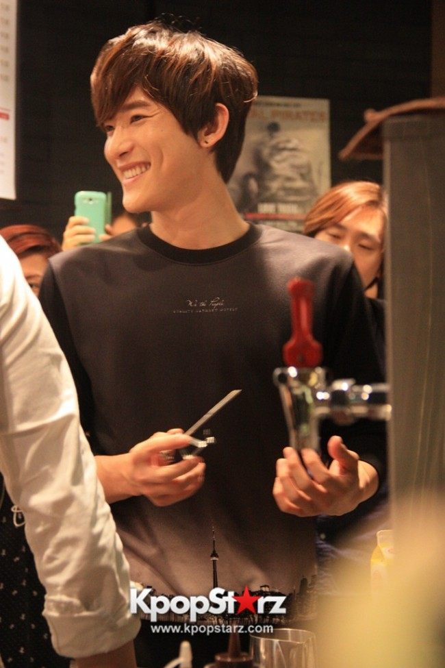 Fans Gathering: Royal Pirates as Baristas for Lucky Fans in Malaysia - May 2, 2015 [PHOTOS]key=>6 count37