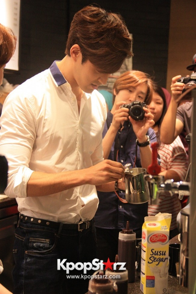 Fans Gathering: Royal Pirates as Baristas for Lucky Fans in Malaysia - May 2, 2015 [PHOTOS]key=>11 count37