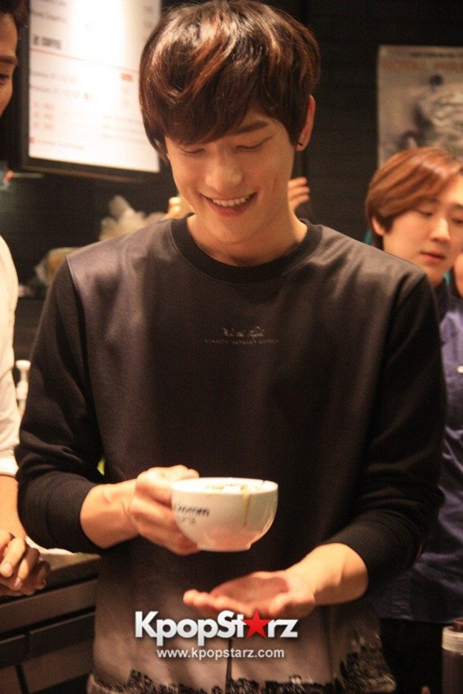 Fans Gathering: Royal Pirates as Baristas for Lucky Fans in Malaysia - May 2, 2015 [PHOTOS]key=>10 count37