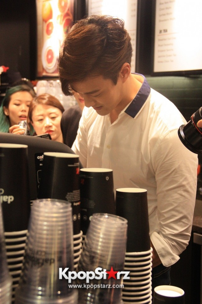 Fans Gathering: Royal Pirates as Baristas for Lucky Fans in Malaysia - May 2, 2015 [PHOTOS]key=>13 count37
