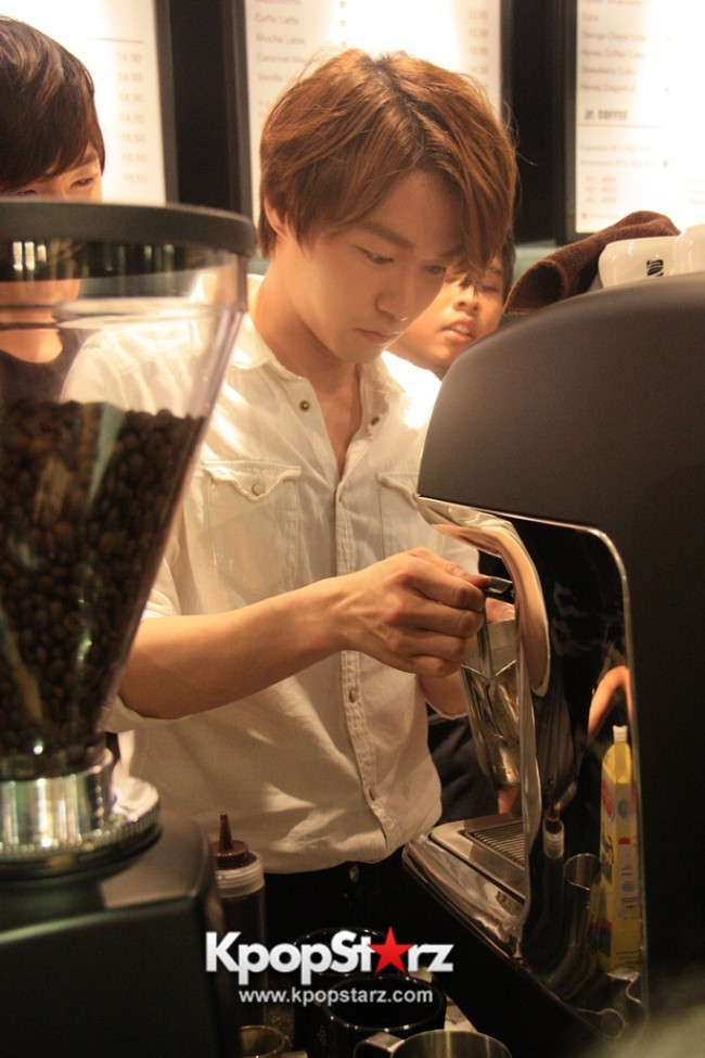Fans Gathering: Royal Pirates as Baristas for Lucky Fans in Malaysia - May 2, 2015 [PHOTOS]key=>15 count37