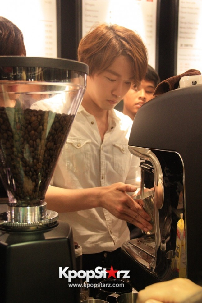 Fans Gathering: Royal Pirates as Baristas for Lucky Fans in Malaysia - May 2, 2015 [PHOTOS]key=>16 count37
