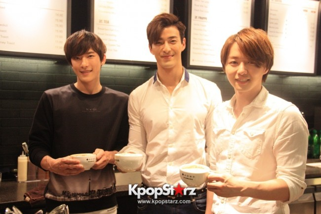 Fans Gathering: Royal Pirates as Baristas for Lucky Fans in Malaysia - May 2, 2015 [PHOTOS]key=>0 count37