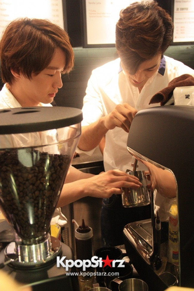 Fans Gathering: Royal Pirates as Baristas for Lucky Fans in Malaysia - May 2, 2015 [PHOTOS]key=>18 count37