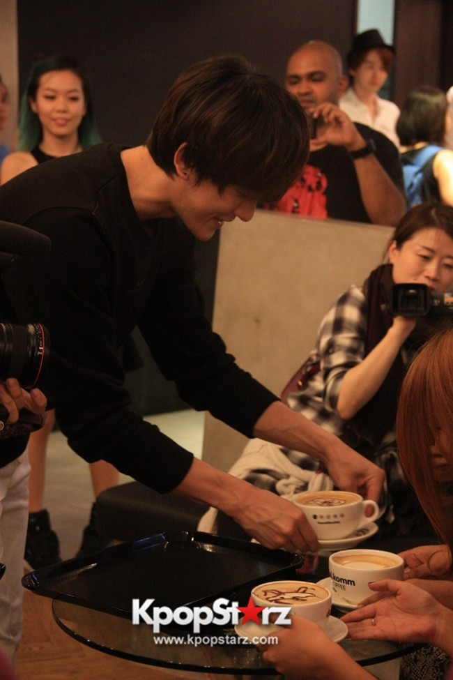 Fans Gathering: Royal Pirates as Baristas for Lucky Fans in Malaysia - May 2, 2015 [PHOTOS]key=>22 count37