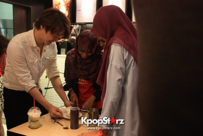 Fans Gathering: Royal Pirates as Baristas for Lucky Fans in Malaysia - May 2, 2015 [PHOTOS]key=>23 count37