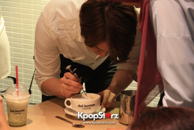 Fans Gathering: Royal Pirates as Baristas for Lucky Fans in Malaysia - May 2, 2015 [PHOTOS]key=>24 count37