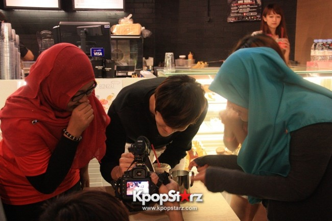 Fans Gathering: Royal Pirates as Baristas for Lucky Fans in Malaysia - May 2, 2015 [PHOTOS]key=>25 count37