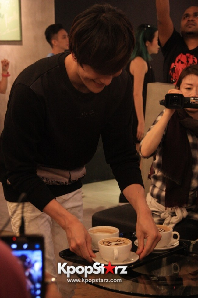 Fans Gathering: Royal Pirates as Baristas for Lucky Fans in Malaysia - May 2, 2015 [PHOTOS]key=>21 count37