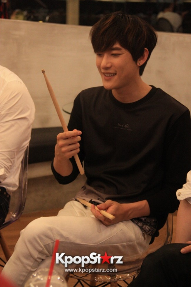 Fans Gathering: Royal Pirates as Baristas for Lucky Fans in Malaysia - May 2, 2015 [PHOTOS]key=>35 count37