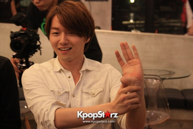 Fans Gathering: Royal Pirates as Baristas for Lucky Fans in Malaysia - May 2, 2015 [PHOTOS]key=>36 count37