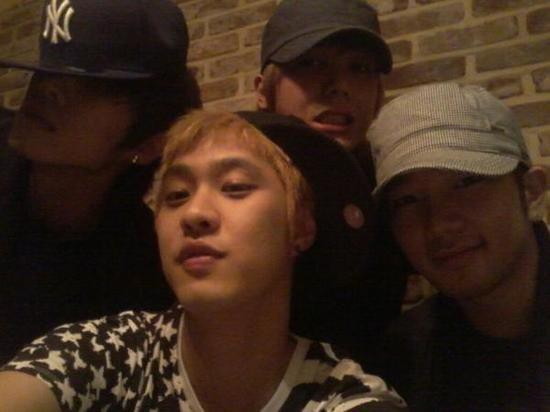 MBLAQ Takes a Picture Together for Seungho's Birthdaykey=>0 count1