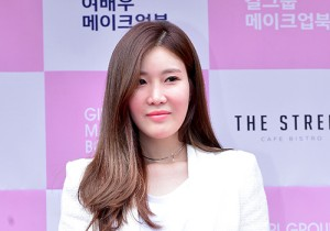 Davichi's Lee Haeri at Girl Group & Actress Make Up Book Red Carpet