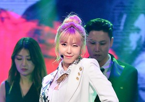 Jun Hyosung [Into You] at MBC Music Show Champion
