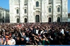 'Gangnam Style' 20,000 People Participate In Flash Mob In Milan, Italy