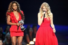 Beyonce and Taylor Swift at the 2009 MTV Video Music Awards