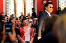 'World Star' Psy Speaks at Oxford University