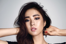 Korean Actress Shin Se Kyung Cosmopolitan Magazine August 2015