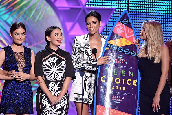 Actresses Vanessa Ray, Lucy Hale, Janel Parrish, Shay Mitchell, and Ashley Benson accept the Choice TV: Drama Show for 'Pretty Little Liars' onstage during the Teen Choice Awards 2015 on August 16, 2015 in Los Angeles, California.key=>3 count6