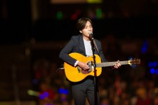 Roy Kim delivered a stirring solo performance at KCON LA.