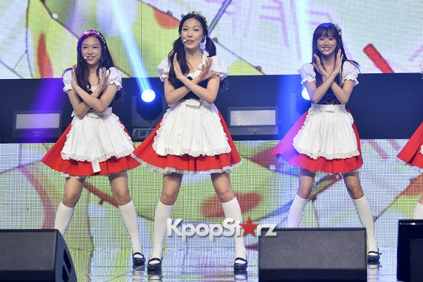 DSP Girl Group APRIL Debut Showcase [Performance] key=>32 count56