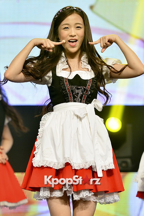 DSP Girl Group APRIL Debut Showcase [Performance] key=>48 count56