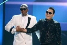 Psy Performs with MC Hammer at the AMA Finale Stage