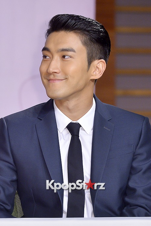 Super Junior's Choi Siwon at a Press Conference of MBC Drama 'She Was Pretty' key=>19 count39