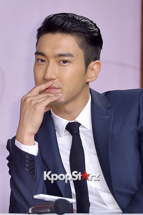 Super Junior's Choi Siwon at a Press Conference of MBC Drama 'She Was Pretty' key=>23 count39