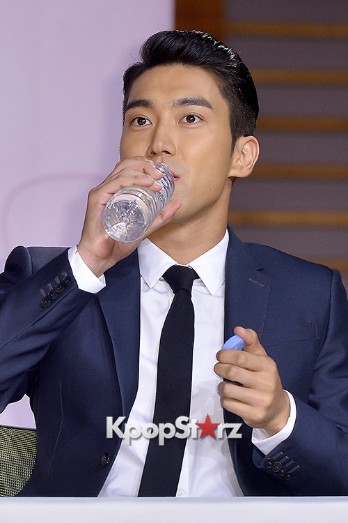 Super Junior's Choi Siwon at a Press Conference of MBC Drama 'She Was Pretty' key=>38 count39