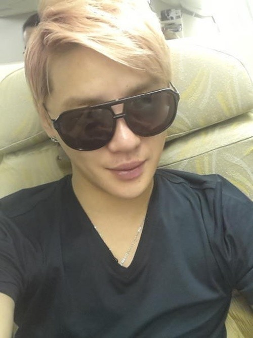 JYJ Junsu Blonde Hair and Recent Conditions Revealed, Sharp Jaw Linekey=>0 count1