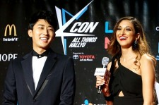 DramaFever's Grace Subervi talking to actor Son Ho Jun, on the KCON 2015 LA red carpet.