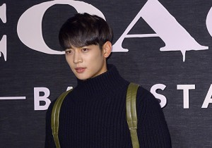 SHINee's Minho Attends Coach Backstage Party Event
